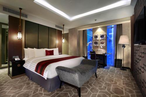 A bed or beds in a room at Aston Priority Simatupang Hotel and Conference Center
