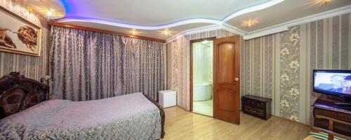Кровать или кровати в номере Garden Hotel