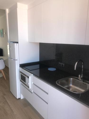 A kitchen or kitchenette at Apartamentos El Bergantin Menorca Club