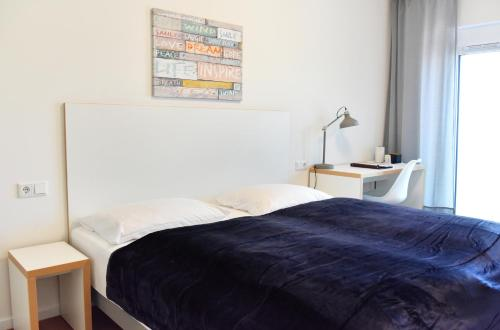 A bed or beds in a room at Gästehaus Hansa Residence