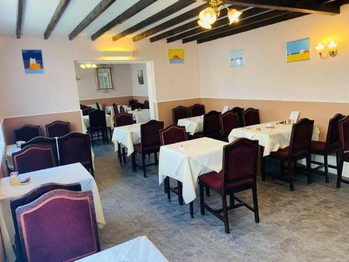 A restaurant or other place to eat at Seawold Guest House