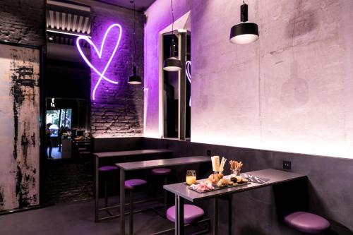 A restaurant or other place to eat at Heart Hotel Milano