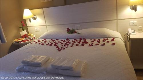 A bed or beds in a room at San Juan Executive
