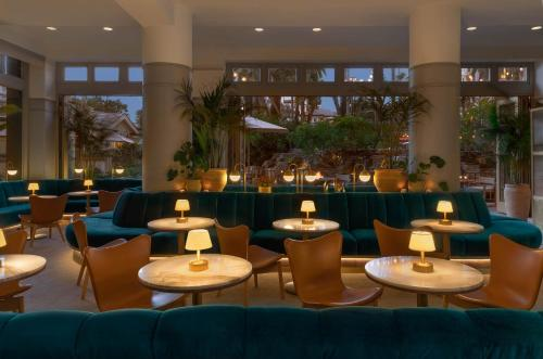 The lounge or bar area at Fairmont Miramar Hotel & Bungalows