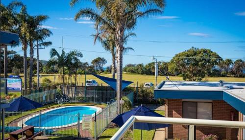 A view of the pool at Surfside Merimbula Holiday Apartments or nearby