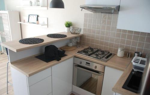 A kitchen or kitchenette at Kawalerka u Michała