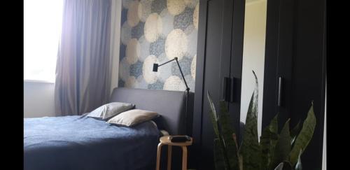 Кровать или кровати в номере Apartments on Lazurniy