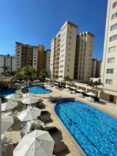 The swimming pool at or near Flat Prive das Thermas II - R3 Caldas