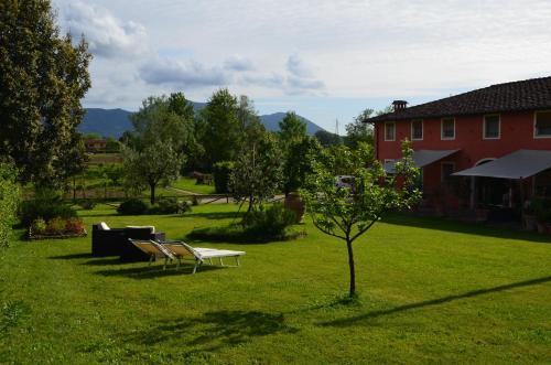 A garden outside Agriturismo Al Podere Di Rosa