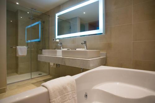 Vonios kambarys apgyvendinimo įstaigoje Novotel Marsa Alam