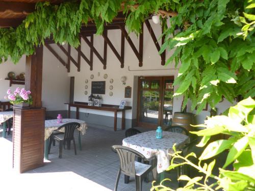 Een restaurant of ander eetgelegenheid bij Tisza Lodge
