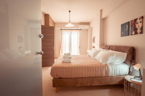 A bed or beds in a room at ⋆Harmony Deluxe Villa With View next to Chania⋆