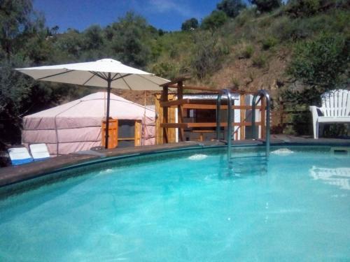 Piscina en o cerca de Eldorado Yurt