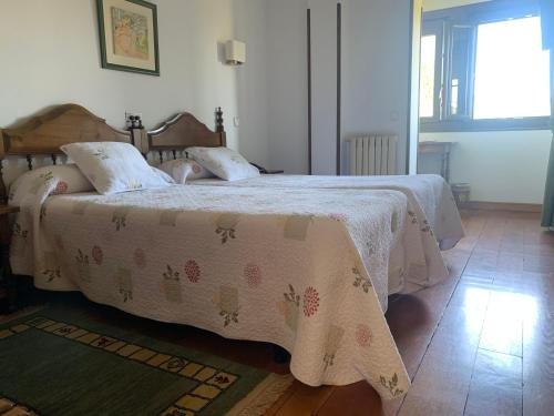 A bed or beds in a room at Hotel Siglo XVIII