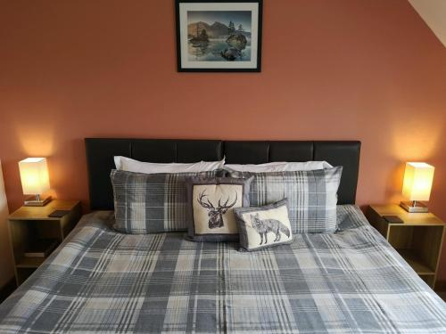 A bed or beds in a room at Beechwood Lodge