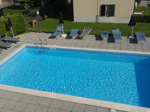 Vue sur la piscine de l'établissement Residence Eden ou sur une piscine à proximité