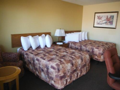 A room at Tumbler Ridge Inn