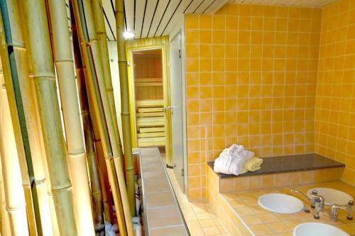 A bathroom at Best Western Hotel Heidehof
