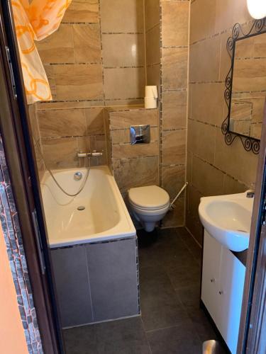 A bathroom at Pension SXF