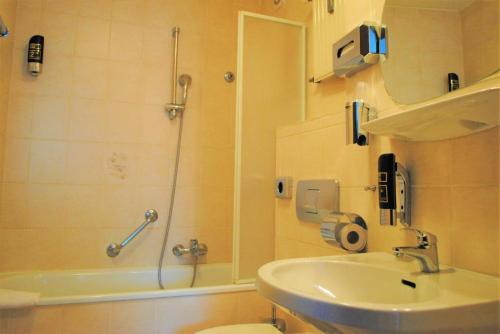 Ein Badezimmer in der Unterkunft Hotel Continental Koblenz