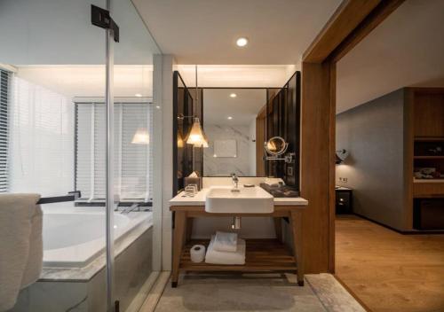 ห้องน้ำของ Novotel Suites Bangkok Sukhumvit 34
