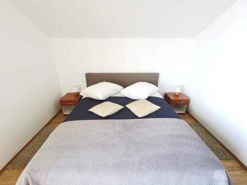 Un ou plusieurs lits dans un hébergement de l'établissement Apartments Lira