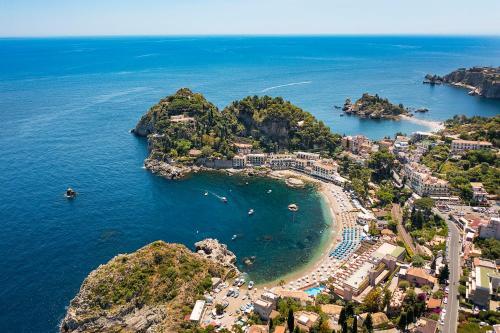 A bird's-eye view of Mazzarò Sea Palace - VRetreats