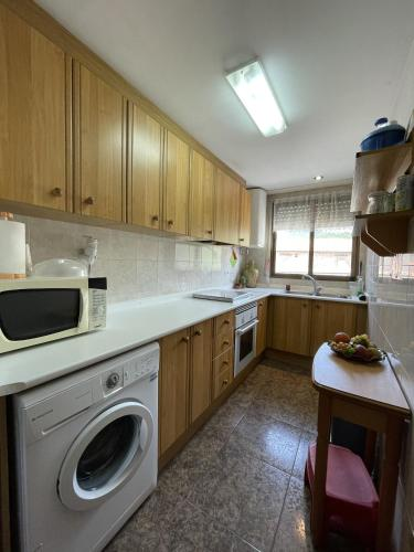 A kitchen or kitchenette at APARTAMENTO CIRAT Ref 050