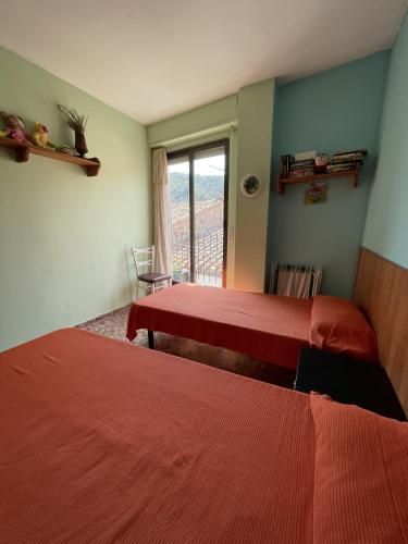 A bed or beds in a room at APARTAMENTO CIRAT Ref 050