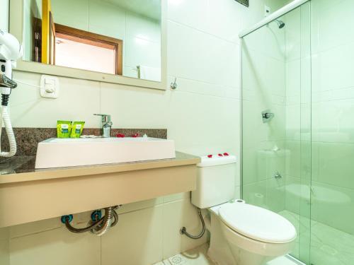 A bathroom at Garden Canela Hotel