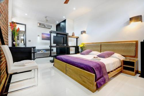 A bed or beds in a room at Hotel Boutique Casa Carolina