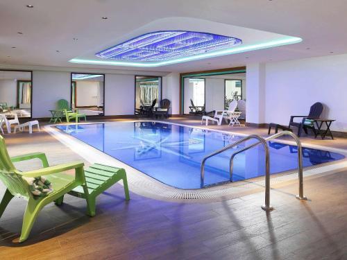 Bazén v ubytování Ibis Styles Dubai Jumeira nebo v jeho okolí