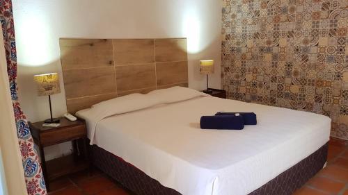 A bed or beds in a room at El Nómada Hostel