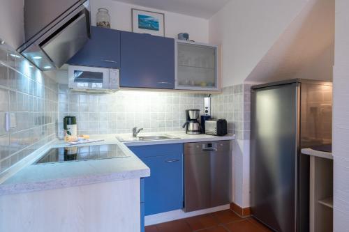 A kitchen or kitchenette at Feriendorf Rugana - Appartement