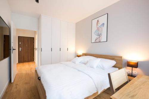 Łóżko lub łóżka w pokoju w obiekcie Apartament Wrocławska NOWA 5 DZIELNICA Centrum