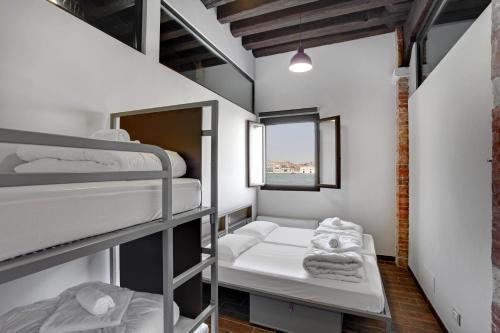 Un ou plusieurs lits superposés dans un hébergement de l'établissement Generator Venice