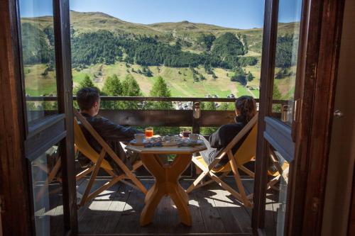 Nespecifikovaný výhled na hory nebo výhled na hory při pohledu z hotelu