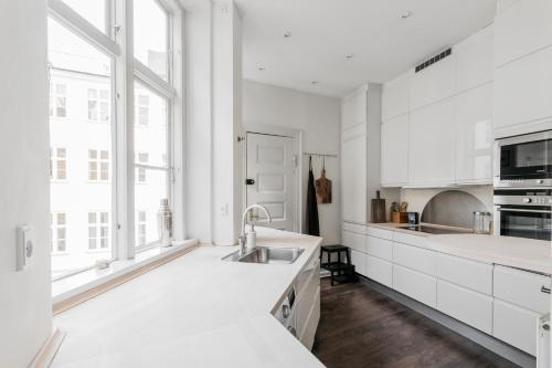 A kitchen or kitchenette at Heart of CPH · 172SQM · Next to DK parliament · Luxury