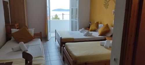 """A bed or beds in a room at Azalea View - """"Amaranthos"""" Skiathos studios"""