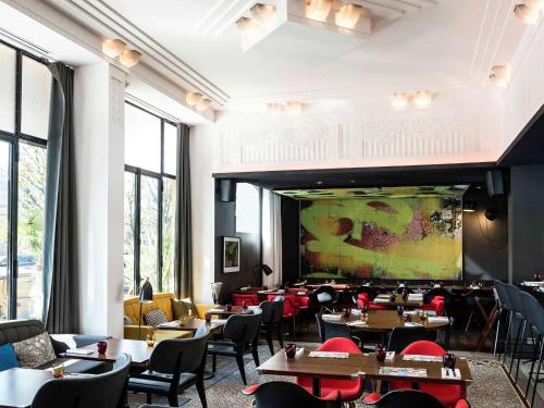 A restaurant or other place to eat at Molitor Paris - MGallery