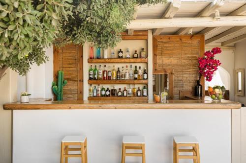 Salon ou bar de l'établissement Corfos Hotel