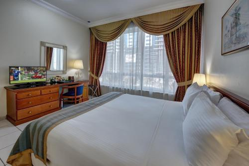A bed or beds in a room at Al Nakheel Hotel Apartments by Mourouj Gloria