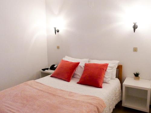 A bed or beds in a room at Hotel Cubata