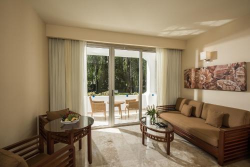 A seating area at Grand Riviera Princess - All Inclusive
