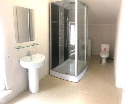 A bathroom at Апартаменты на Почтовой