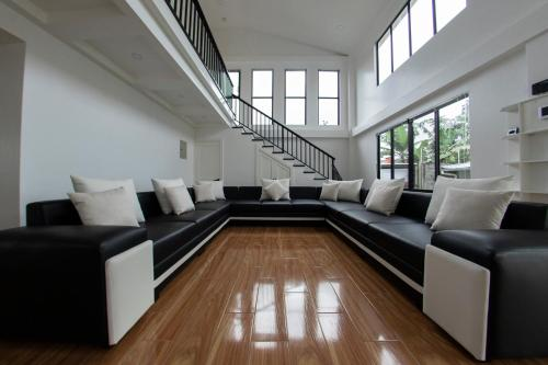 A seating area at Casa Bela