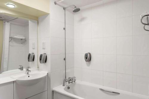A bathroom at Days Inn Hamilton