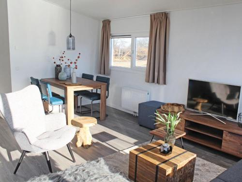 A television and/or entertainment centre at Holiday Home Green Resort Mooi Bemelen-1
