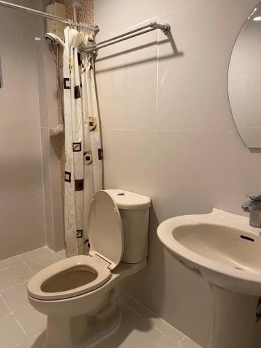A bathroom at Shenna's Beach Resort Boracay