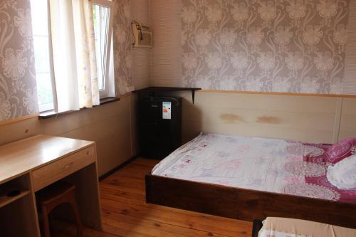 Кровать или кровати в номере Svetlyi Guesthouse